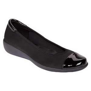 Laura Scott Women's Joyce Cap Toe Flat - Black